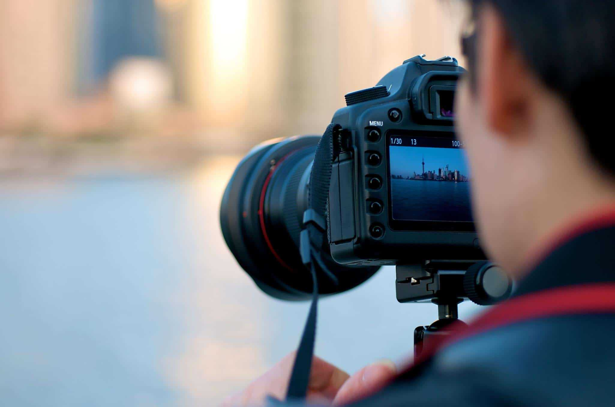 Benefits of DSLR Cameras vs other Cams (& Why DSLR is BEST)