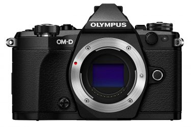 Olympus E-M5 II touchscreen compact camera