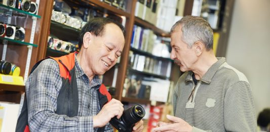 Buying a second hand DSLR camera