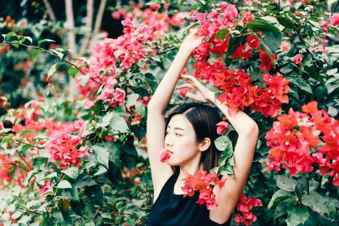 Backyard Portrait Photo (Women with Flowers)