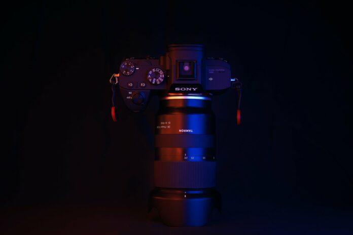 best zoom lenses for Sony mirrorless