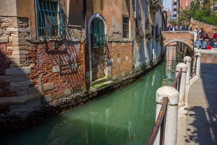 photographing in venice Small canals