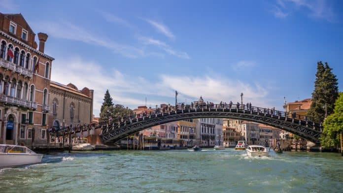 photographing bridges in venice italy