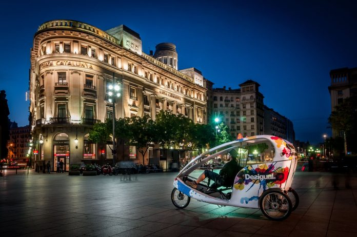 Photographing in barcelona at night