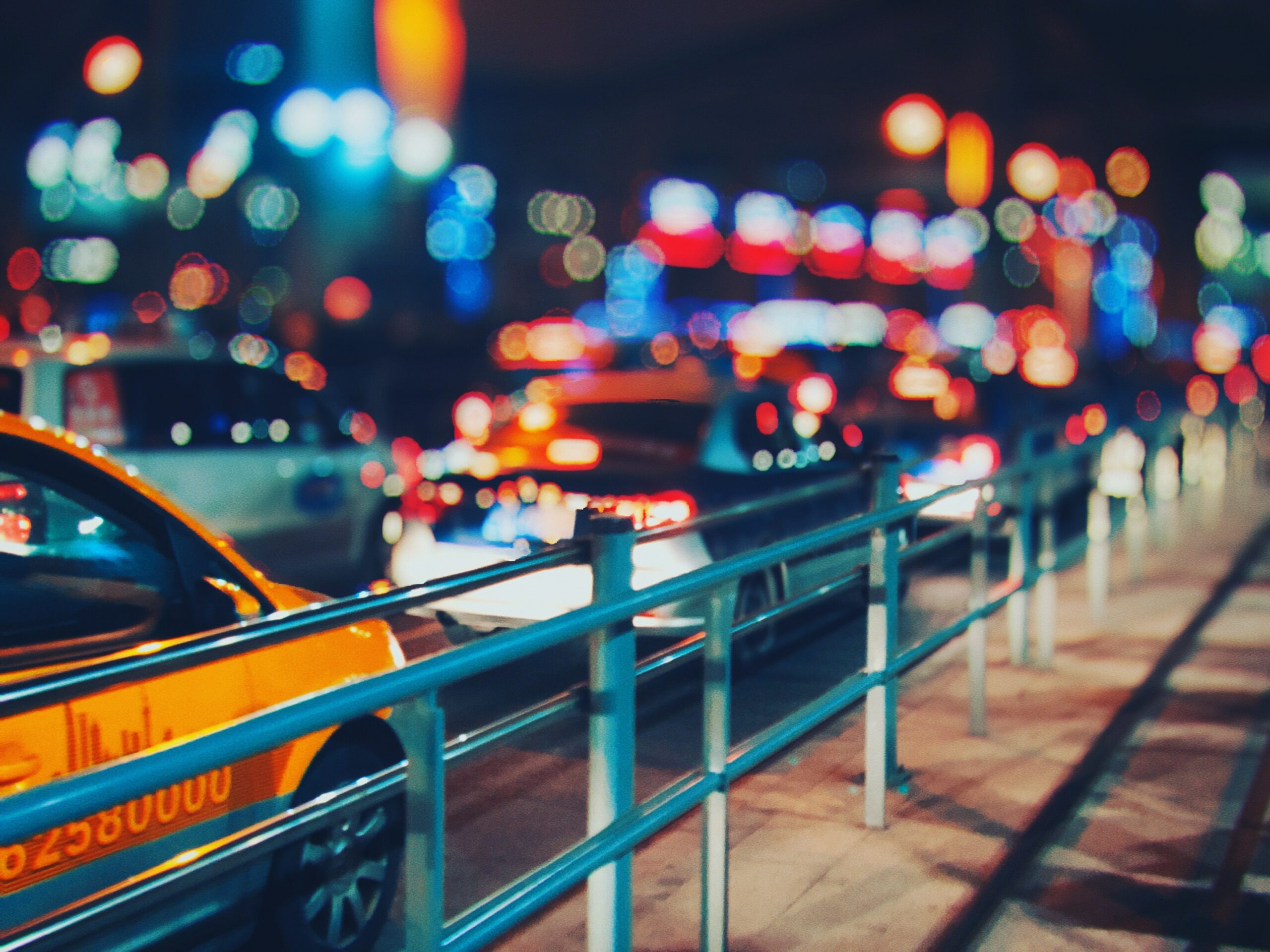 shallow depth of field cars in the city at night